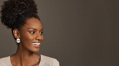 10 accessoires pour sublimer la coiffure des cheveux crépus et bouclés